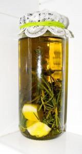 macerat olejowy z tymiankiem, czosnkiem i rozmarynem
